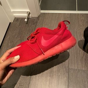Red Roshe size 10